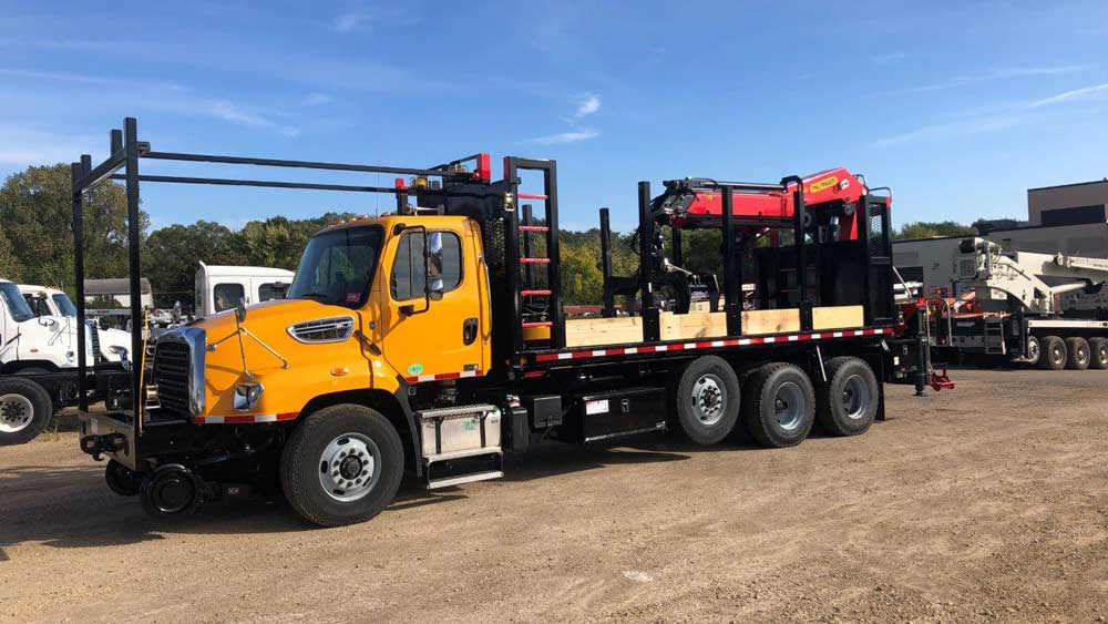 Western Star 4700, Serco 8500 with 24 ft reach, 8,500 lbs capacity, Heiden railroad grapple truck, Continental Hirail, 22 ft flatbed