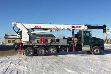 Elliott 3095 Digger Derrick, 15 ton capacity, 95 ft sheave height