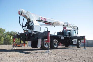 Elliott D105 Digger Derrick, 25 ton capacity, 107 ft sheave height