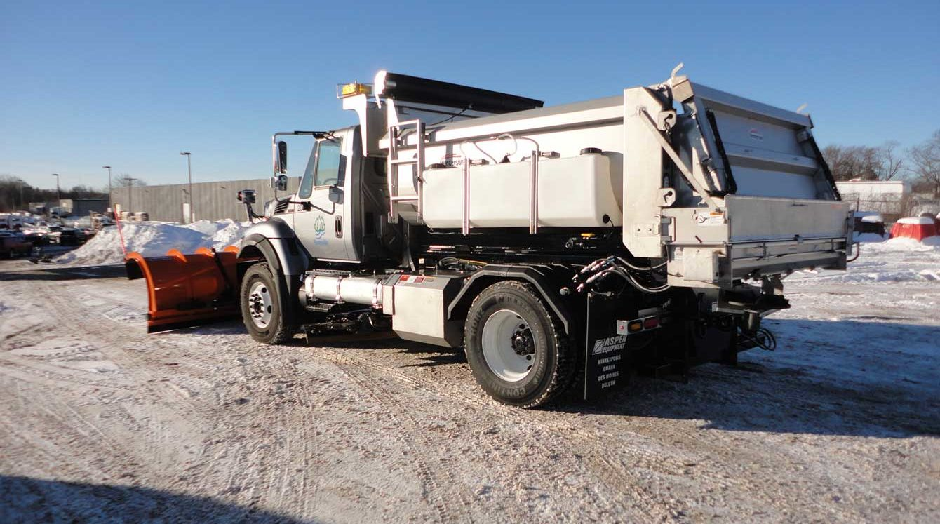 SwapLoader SL-2418 24,000 lbs capacity hooklift with Henderson snow and ice control body