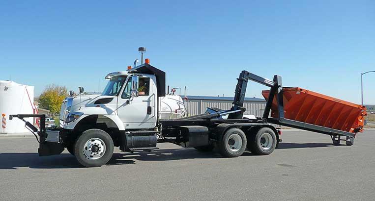 40,000 lbs capacity SwapLoader SL400 with removable salt/sand spreader