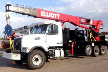 Elliott 18125 rear-mounted boom truck, 18 tons, 137 ft tip height