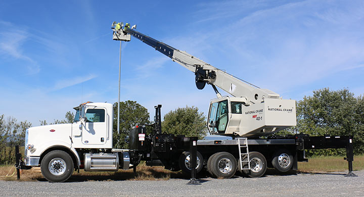National NBT45142 45 ton swing cab crane with 142 ft hydraulic boom truck