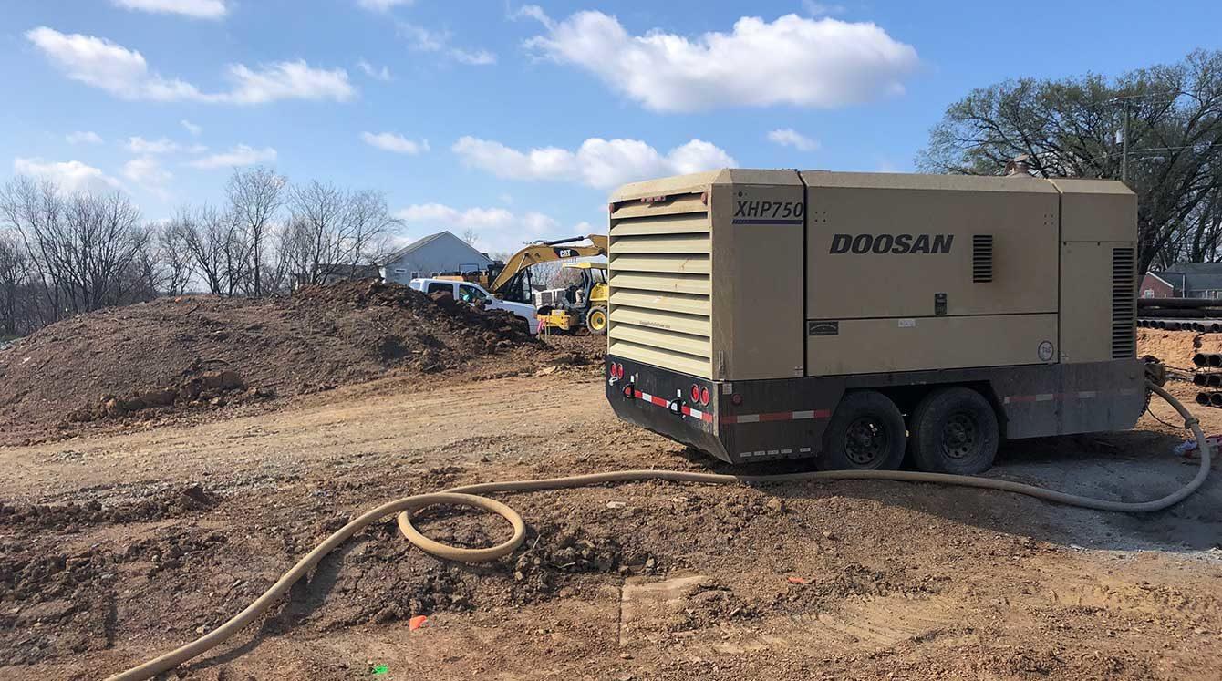 Doosan Model XHP750 mining air compressor generates up to 350 PSI and 750 CFM