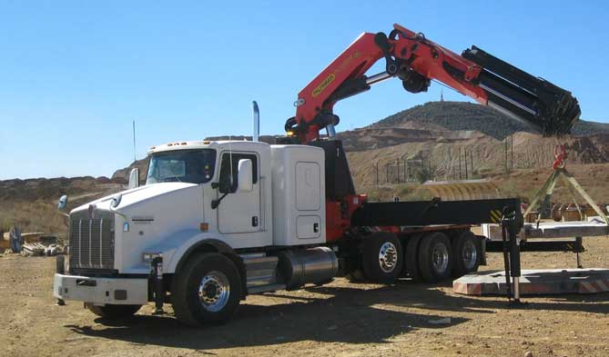 Equipment transport truck with Palfinger 100002 series crane