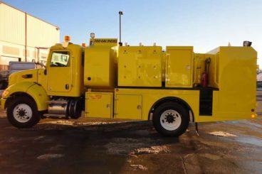 Single axle open body lube truck with 700 gallon diesel fuel tank