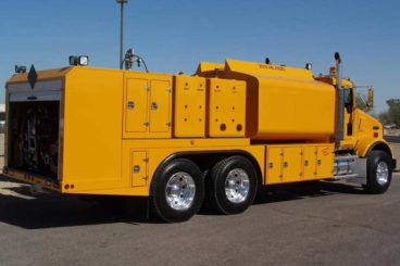 Tandem axle open body lube truck with 2,000 gallon diesel fuel tank capacity