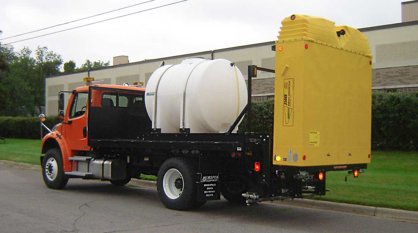 Heavy-duty flatbed body with LAS Liquid Anti-Icing System and traffic attenuator
