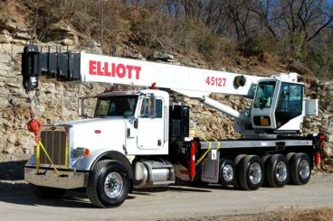 Elliott 45127 45 ton boom truck with 127 ft main boom