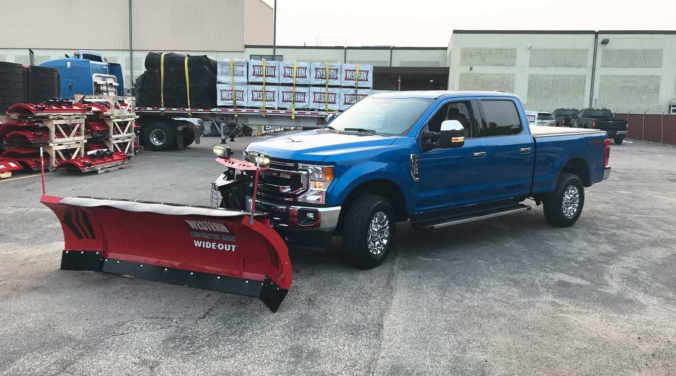 Western Wide-Out Adjustable Wing Plow on Ford F350 Truck